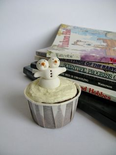 A Baked Creation: Calvin and Hobbes Birthday Cupcakes