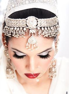 I would so do this for my wedding minus the nose ring Head Jewelry, Wedding Jewelry, Asian Bridal, Exotic Beauties, Portraits, Chic Wedding, Indian Beauty, Indian Jewelry, Beautiful Bride