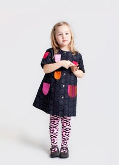 the different color pockets make this such an adorable smock!