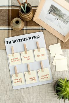 Now that we're inching toward a new year, let's all vow to get organized AHEAD of schedule! Our DIY calendar is here to help! Easy Craft Projects, Crafts To Make, Home Crafts, Easy Crafts, Craft Ideas, Hobbies For Girls, Fun Hobbies, Hobby World, Hobby Kits
