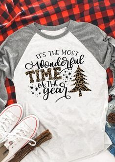 Christmas Wonderful Time Of The Year T-Shirt - Christmas Diy Shirt, Sweater Shirt, Shirt Shop, Mom Outfits, Night Outfits, Cool Tees, Cute Shirts, Cute Shirt Designs, Look T Shirt