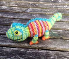 """Adorable! Found via Top Crochet Patterns - this little guy was made by Christine Harvey. Clarence""""""""Let me introduce you to Clarence the Chameleon. I crocheted him for my chameleon/gecko/lizard..."""