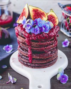 chocolate pancakes w strawberry fig compote Chocolate Pancakes, Perfect Breakfast, Vegan Foods, Smoothie Bowl, Birthday Candles, Sculpting, Food Photography, Strawberry, Deserts