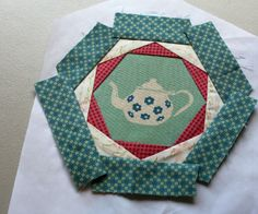 "A Quilter's Table: Patchwork, Please! :: Happy Hexagon Trivet  morceaux de tissu de 1 1/2 ""x la longueur de chaque triangle + 1"