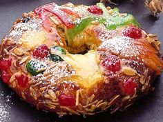 King Cake (Bolo Rei) - Traditional Portuguese cake that is usually eaten around Christmas, from December 25 until the Dia de Reis on January Portuguese Desserts, Portuguese Recipes, Portuguese Food, Christmas Desserts, Fun Desserts, Christmas Traditions, Famous Desserts, Christmas Bread, Alcoholic Desserts