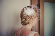 tocado de novia con pluma