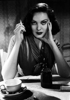"""Birthday Girl lovely Linda Darnell as Stella in Otto Preminger's 1945 film noir """"Fallen Angel"""""""