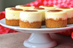 These Mini Cheesecakes with Salted Caramel are so ridiculously delicious and creamy. Mini Cheesecakes with Salted Caramel Sarah E. *Let Them Eat Cake* These Mini Cheesecakes with Salted Caramel are so ridiculously delicious and creamy. Basic Cheesecake, Mini Cheesecake Recipes, Mini Desserts, Dessert Recipes, Caramel, Chocolate Wafers, Mini Cheesecakes, Mini Foods, Let Them Eat Cake