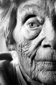 Black and white photo. Wrinkled skin- a symbol of human growth and development of life. The skin cells and general texture of the flesh evolves as time goes by. Old Age Makeup, Growth And Decay, Old Faces, Wrinkled Skin, Wow Art, Interesting Faces, Beautiful Eyes, Belle Photo, Good Skin