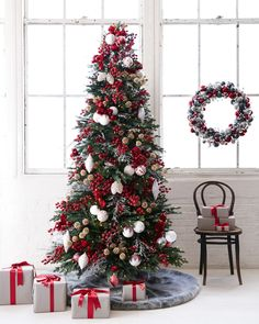 The Norway Spruce Narrow Christmas tree, a meticulous replica of the Picea abies. - Happy Christmas - Noel 2020 ideas-Happy New Year-Christmas Narrow Christmas Tree, Frosted Christmas Tree, Elegant Christmas Trees, Country Christmas Decorations, Christmas Tree Design, Christmas Tree Themes, Christmas Home, Minimal Christmas, Balsam Hill Christmas Tree