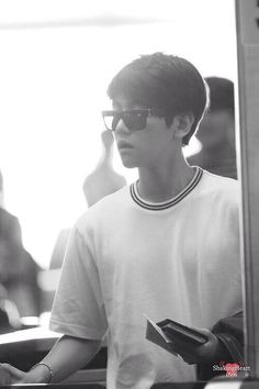 [PIC] 140512 Airport- Baekhyun (cr shaking heart)