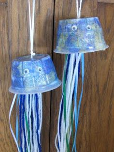 Craft for Apologia Zoology 2 Swimming Creatures Jellyfish c/o Family Fun Magazine Preschool Arts And Crafts, Diy Crafts For Kids, Summer Activities, Craft Activities, Pea Ideas, Family Fun Magazine, Magazine Crafts, Sea Crafts, Ocean Themes