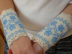 blue/white beaded wrist warmers - roses