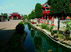 sam poo kong shrine built in memory of Admiral Cheng Ho who never leans in Semarang