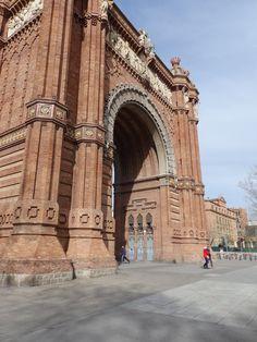 Arc De Triomf, Barcelona  https://analogueboyinadigitalworld.wordpress.com/2015/02/22/barcelona/