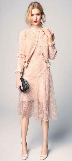 Nina Ricci - con sus tejidos delicados ,transparentes y con toque de encajes en colores enpolvados super femenino