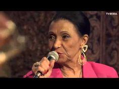 """Ellen de Lima, uma das eternas cantoras do rádio, cantando """"Canção das Misses"""" na Sala Baden Powell Rio de Janeiro 2006"""