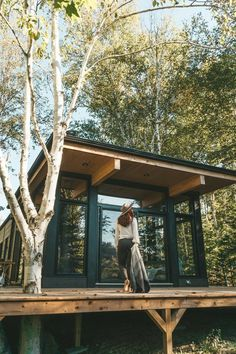 Tiny House Cabin, Cabin Homes, Cabin Design, Tiny House Design, Design Design, Cabins In The Woods, House In The Woods, Contemporary Cabin, Small Modern Cabin