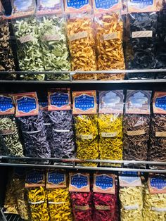 Włoskie kolorowe makarony :) #pasta #venice #italy #italian #makaron #wystawasklepowa #turistic #pamiatki #souvenirs #tagliatelle