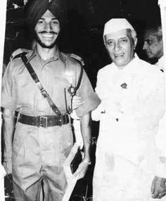 First Prime Minister of India Late Pt Jawaharlal Nehru with Mr Milkha Singh History Of India, History Photos, History Facts, Native American History, British History, Rare Photos, Rare Pictures, Indian Army Quotes, Family History Quotes