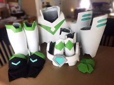 Related image Voltron Costume, Voltron Cosplay, Voltron Fanart, Cosplay Armor, Cosplay Diy, Cosplay Ideas, Voltron Merch, Voltron Ships, Diy Costumes