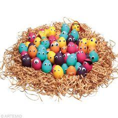 Des oeufs de Pâques super rigolos avec des yeux mobiles / Funny easter eggs with moving eyes.