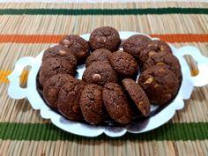 לא עוגיות שוקולד צ'יפס רגילות. יש בהם שוקולד צ'יפס רובי או שוקולד צ'יפס לבן. אלו הם עוגיות הקטיפה האדומה, המפורסמות בכל העולם. בעלות טעם מתוק ומיוחד בזכות מרכיבי העוגייה. רבים מפספסים את עוגיות הקטיפה האדומה, כדי להימנע מצבע המאכל האדום. לכן הורדנו את צבע המאכל האדום והרי היא לפניכם. נגמרו התירוצים. עוגיות טעימות וקלות מאוד להכנה. עוגיות ללא קטיפה אדומה.