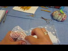 Hand embroidery easy stitch how to make Padded flower with wool Filet Crochet, Drawn Thread, Easy Stitch, Irish Lace, Hand Embroidery, Tatting, Weaving, Felt, Textiles