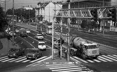 Kossuth Lajos sugárút a Párizsi körút kereszteződésétől a Pacsirta utca torkolata felé nézve. Utca, Motor Car, Motors, Car, Automobile, Motorbikes