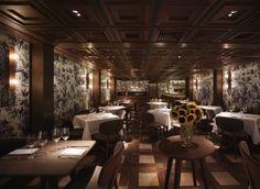 二樓的餐廳佈局偏向Fine dining格局,跟地面一層的酒吧的風格略有不同