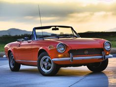 1970 FIAT 124 Spider Pictures: See 14 pics for 1970 FIAT 124 Spider. Browse interior and exterior photos for 1970 FIAT 124 Spider. Fiat 124 Sport Spider, Fiat 124 Spider, Fiat Panda, Swiss Cars, Spider Pictures, Used Ford Mustang, Convertible, Fiat Cars, Italy