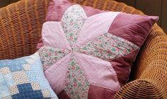 Com retalhos de tecidos e muita criatividade você faz lindas almofadas feitas de patchwork, que ao final vão renovar o visual de seu lar de forma bem espec