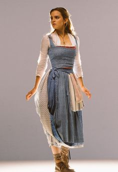 Emma W. Thailand: New pictures of Emma Watson as Belle in 'Beauty and the Beast Emma Watson Beauty And The Beast, Emma Watson Beautiful, Belle Beauty And The Beast, Emma Watson Belle Dress, Emma Watson Outfits, Emma Watson Style, Belle Cosplay, Beauty And The Beast Costume, Harry Potter
