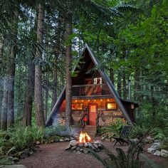 Treehouse Living, Treehouse Cabins, Tiny Cabins, Tiny House Cabin, Cabins And Cottages, Treehouses, Shed Homes, Cabin Homes, Log Homes