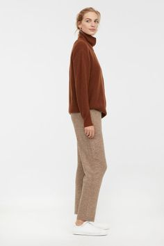 Soft, fine-knit pants with wool content. Elasticized waistband and gently tapered legs. Jogging, Knit Pants, Fall Wardrobe, Pulls, Trousers, Dressing, Normcore, Beige, Style Inspiration