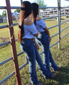 Cute Country Outfits, Hot Country Girls, Southern Outfits, Country Wear, Pretty Outfits, Cute Outfits, Fiesta Outfit, Mexican Outfit, Cowboy Outfits