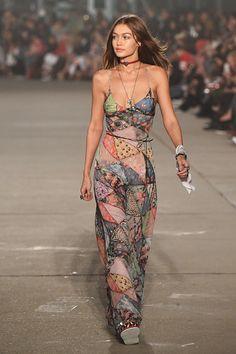 Model Gigi Hadid walks the runway at the TommyLand Tommy Hilfiger Spring 2017 Fashion Show on February 8 2017 in Venice California Big Fashion, Look Fashion, Fashion Show, Autumn Fashion, Womens Fashion, 2000s Fashion, Vintage Fashion, Couture Fashion, Retro Fashion