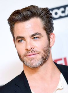 Chris Pine at the Hell or High Water premiere, London [x] Hot Actors, Actors & Actresses, Hollywood Actresses, Cris Pine, Beard Styles, Haircuts For Men, Beautiful Men, Handsome, Guys