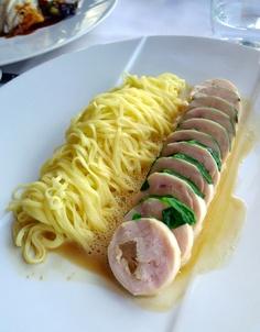 Le Ciel de Paris 75015 - poitrine de volaille fermière farcie au foie gras et tagliolini