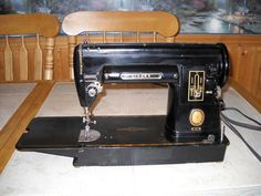 Antique Singer 301 Sewing Machine *Works & Looks Great