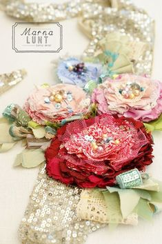 fabric flowers Mollie makes issue 40 cover project by Marna Lunt Art Textile, Textile Jewelry, Fabric Jewelry, Jewellery, Fabric Ribbon, Fabric Art, Fabric Crafts, Mollie Makes, Lace Flowers