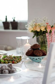 przekąski na imprezę Tahini, Guacamole, Hummus, Food And Drink, Snacks, Table Decorations, Home Decor, Appetizers, Decoration Home