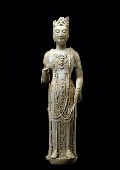 A Crowned Bodhisattva Head and its type.Bodhisattva found in the Qingzhou horde, Limestone, Height: Standing Bodhisattva China, Northern Qi Dynasty, 550 - 577 A. Ancient China, Ancient Art, Buddha Art, Buddha Statues, Guanyin, Types Of Art, Chinese Art, Asian Art, Art History