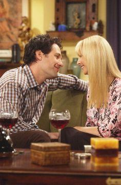 Mike Hannigan (Paul Rudd), Phoebe Buffay (Lisa Kudrow) ~ Friends Episode Stills ~ Season 9, Episode 4: The One With the Sharks