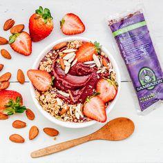 Easy, Açaí Strawberry Almond Milk Bowl Recipe by Sambazon Breakfast Bowls, Breakfast Recipes, Healthy Cooking, Healthy Eating, Yummy Recipes, Yummy Food, Smoothie Bowl, Almond Milk