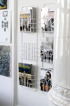 Now is a metal Swedish-made shelf from Maze Interior. The magazine rack fits as interior in the hall, bedroom, living room or office space. Porte Document Mural, Porte Magazine Mural, Magazine Storage, Magazine Racks, Deco Addict, Magazine Holders, Maze, Home Organization, Interior Inspiration