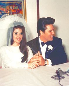 Priscilla Presley and Elvis Presley Priscilla Presley, Lisa Marie Presley, Elvis Presley Family, Richard Chamberlain, Viejo Hollywood, Old Hollywood, Elvis Wedding, Before Wedding, Famous Couples