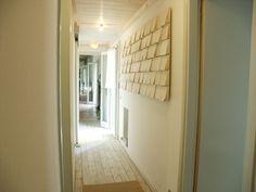papier sculputer in hallway home