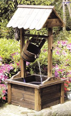 Well casitas: An ingenious idea, easy to recreate and quite safe for the little ones Backyard Projects, Diy Wood Projects, Outdoor Projects, Garden Projects, Outdoor Decor, Woodworking Projects, Woodworking Workshop, Woodworking Shop, Design Jardin