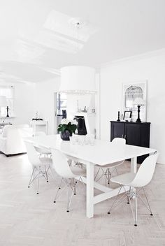 Black and white dining room via Blancuie.